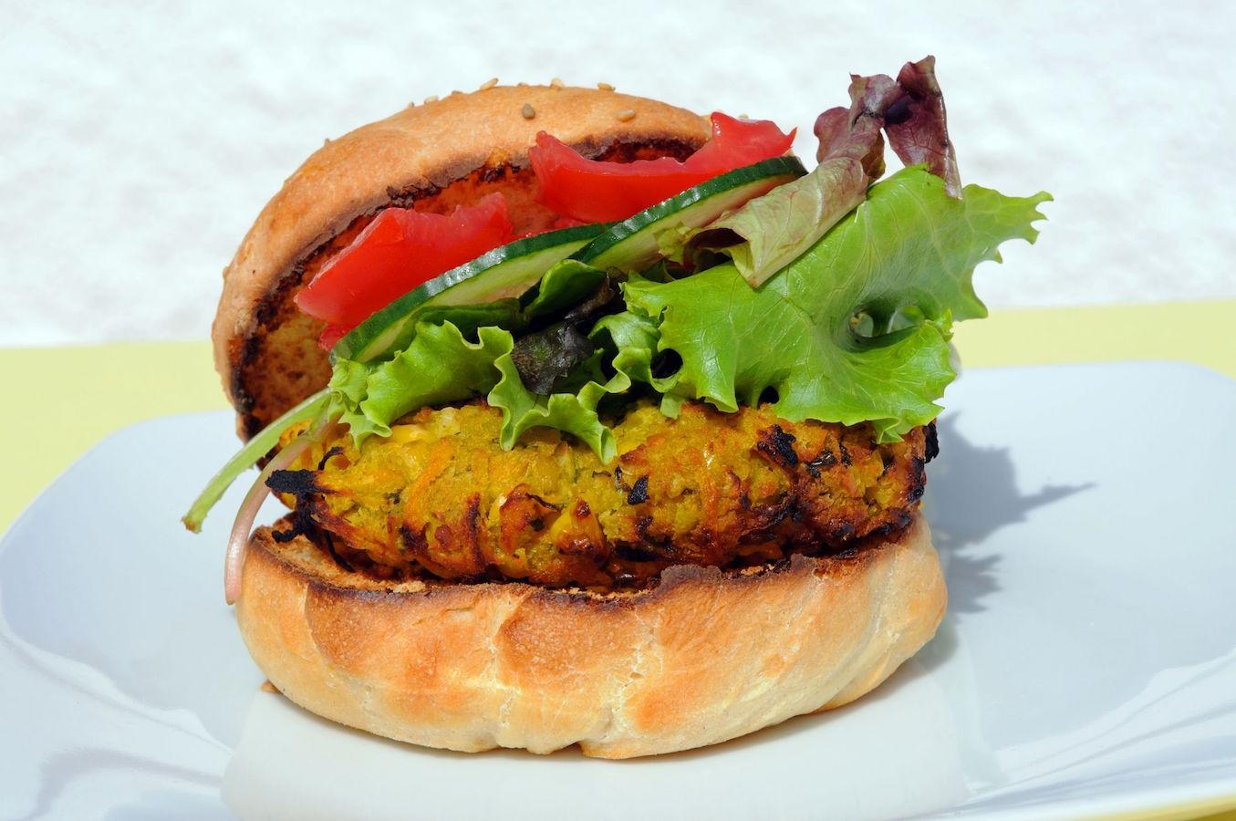 burger cu ton si porumb
