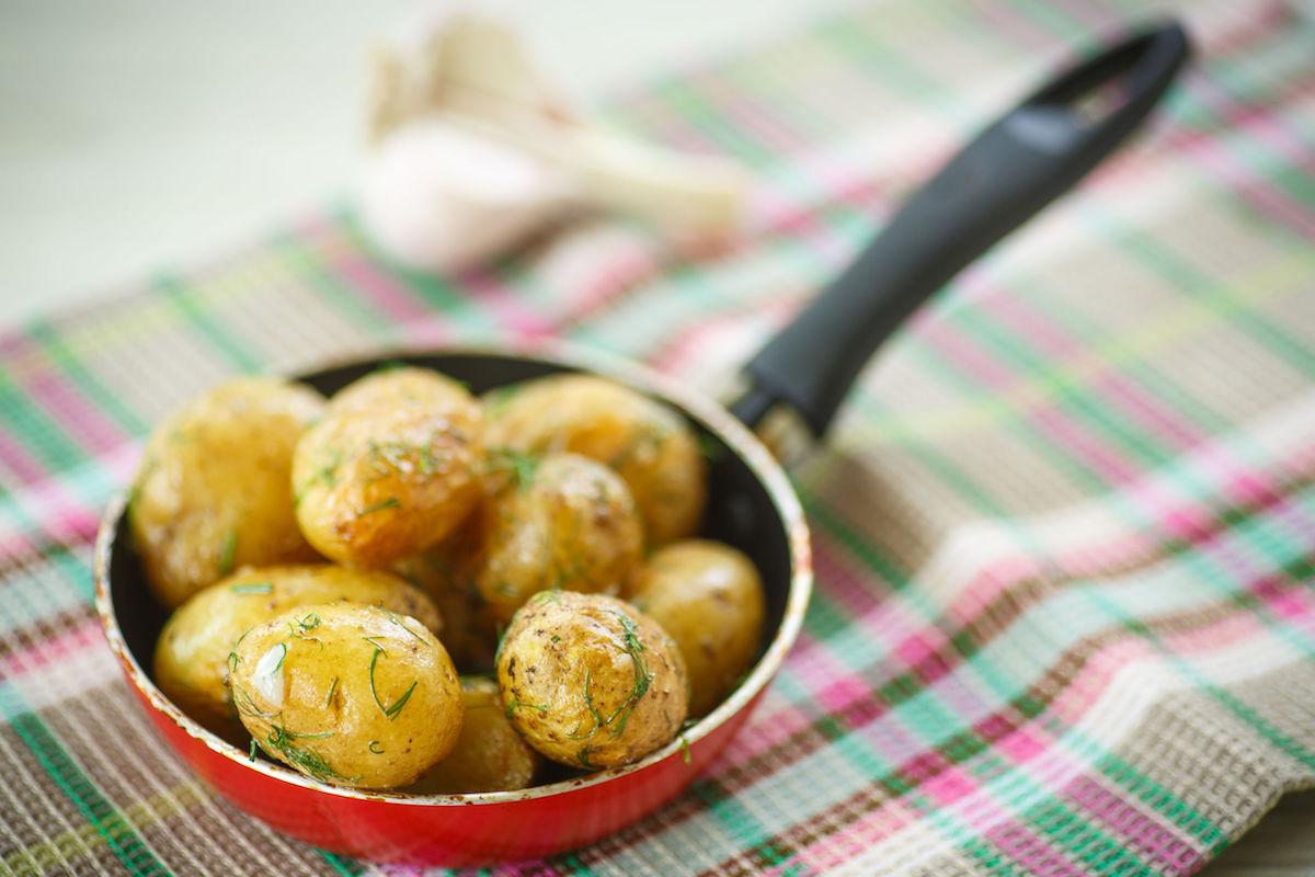 cartofi noi cu lamaie la cuptor