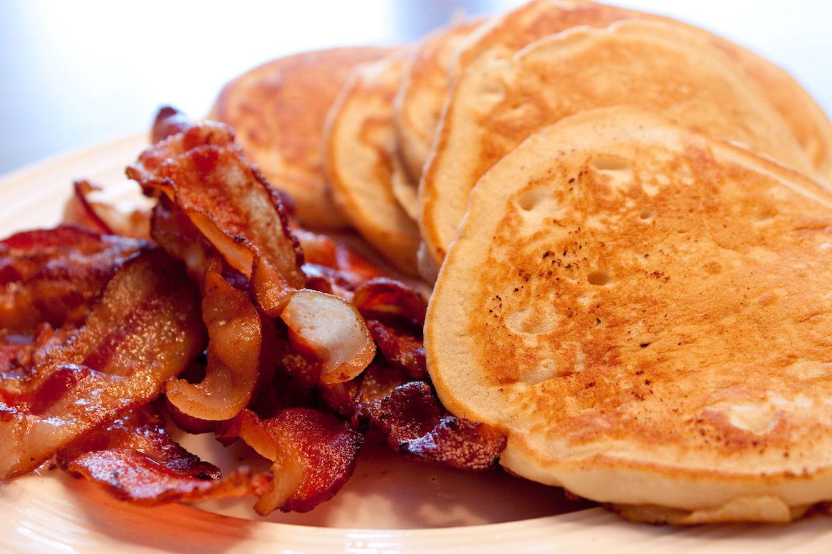 clatite americane cu bacon si banane