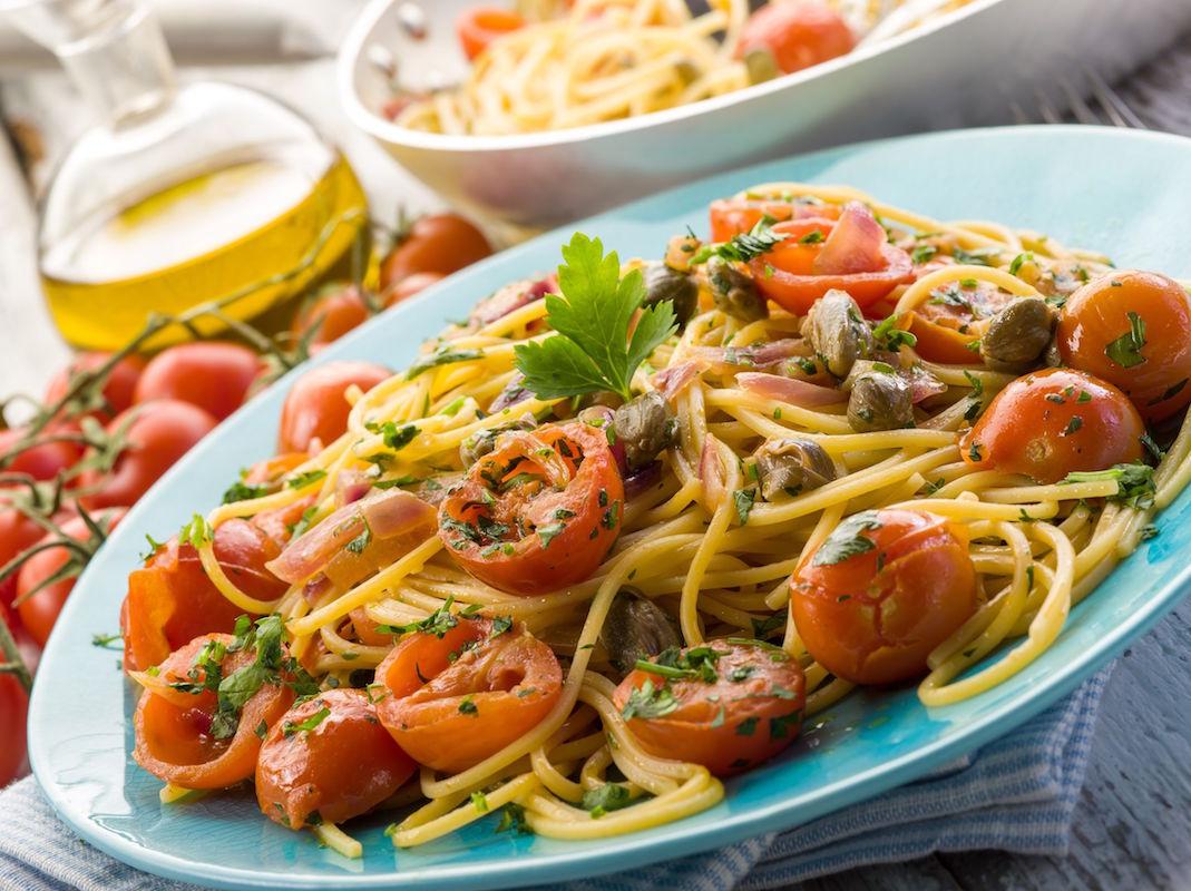 spaghete de primavara cu busuioc si capere-1