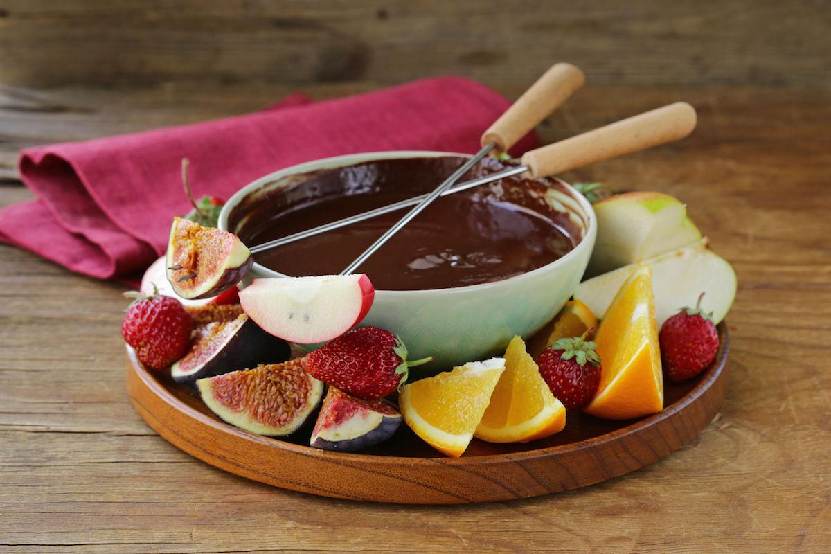 fondue de ciocolata cu fructe proaspete