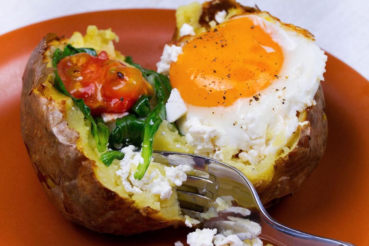 oua cu cartofi la cuptor