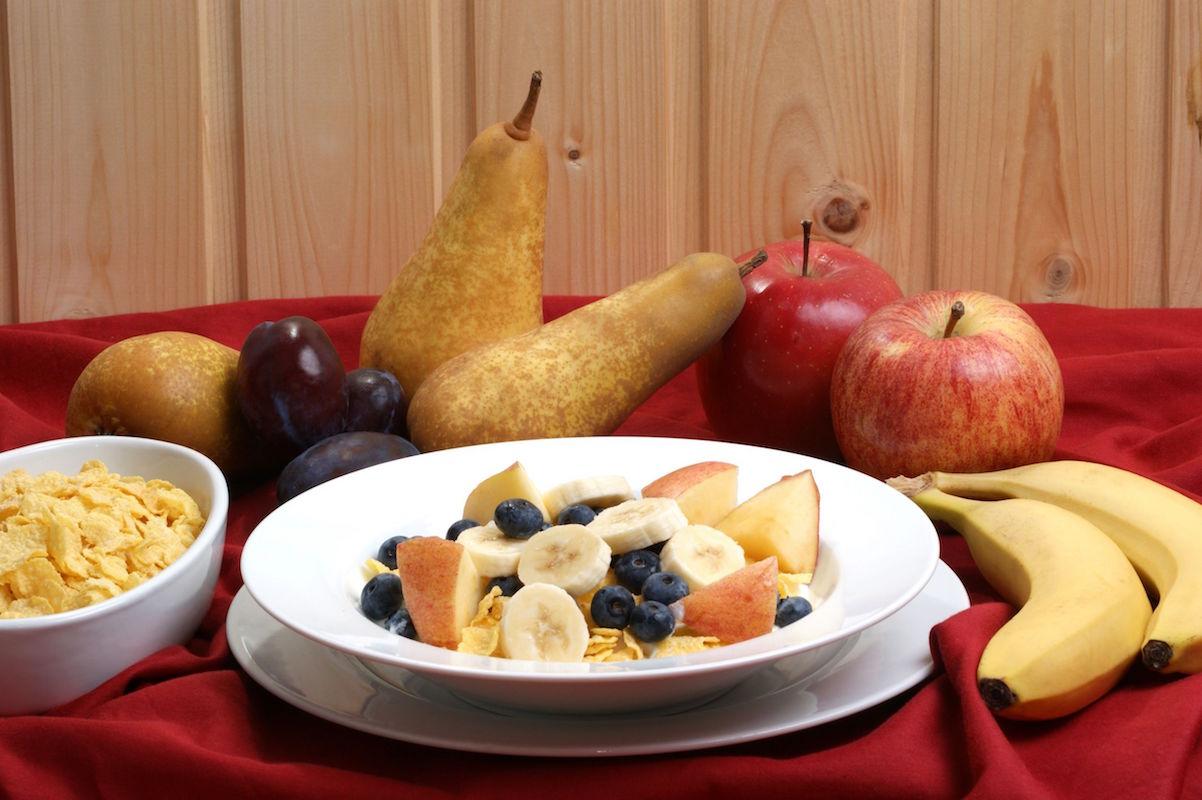 pere cu afine pentru micul dejun