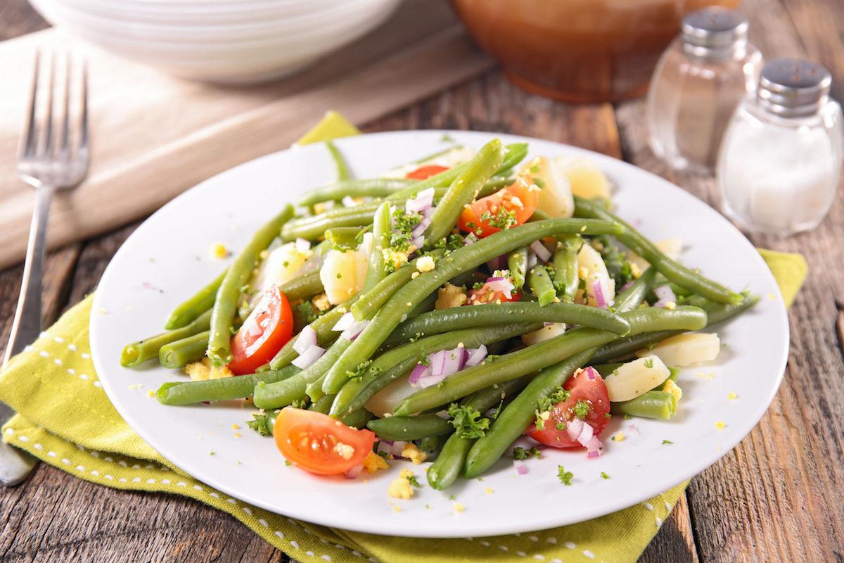 42407347 – green bean salad with tomato and potato