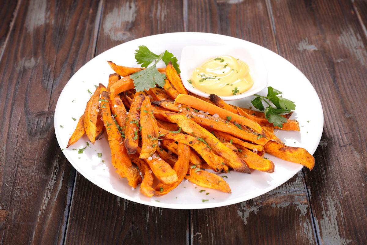 cartofi dulci la cuptor cu usturoi