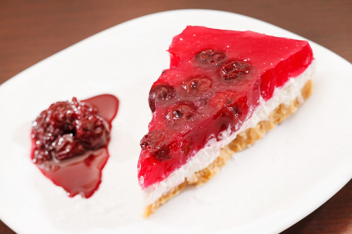 16844398 – cherry cheesecake