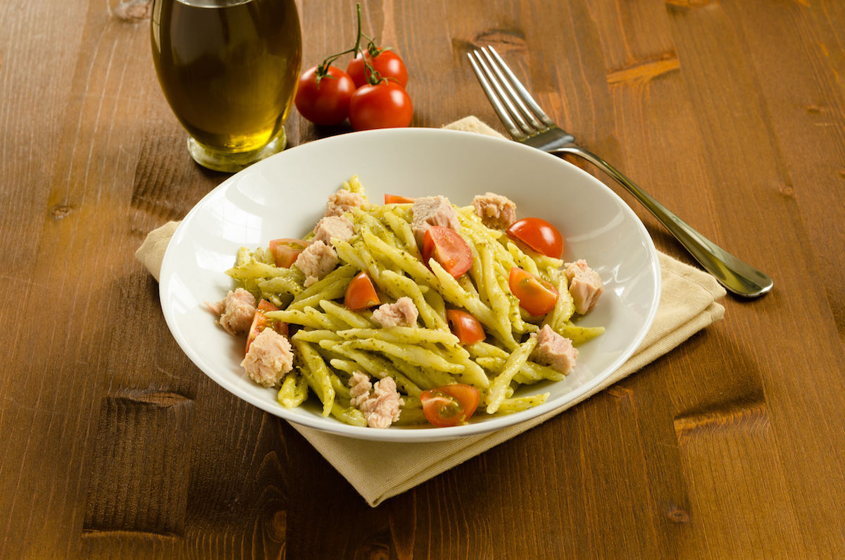 26747308 – trofie stuffed with pesto, tuna and fresh tomato