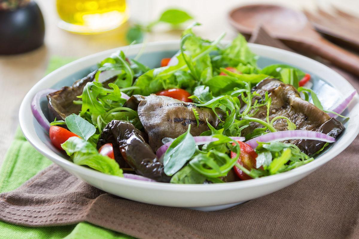 salata cu vinete marinate
