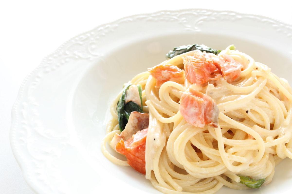 spaghetti cu avocado si somon