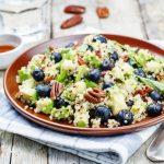 salata-de-quinoa-cu-afine