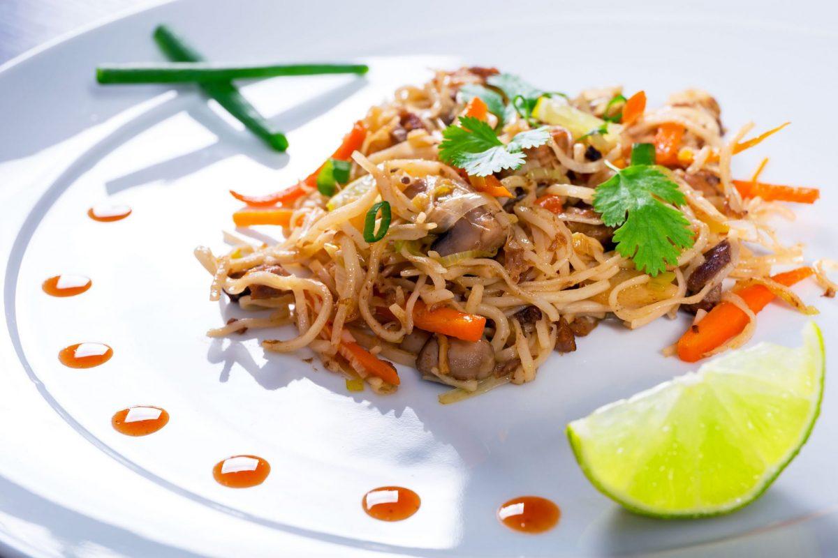 rata cu taitei in wok