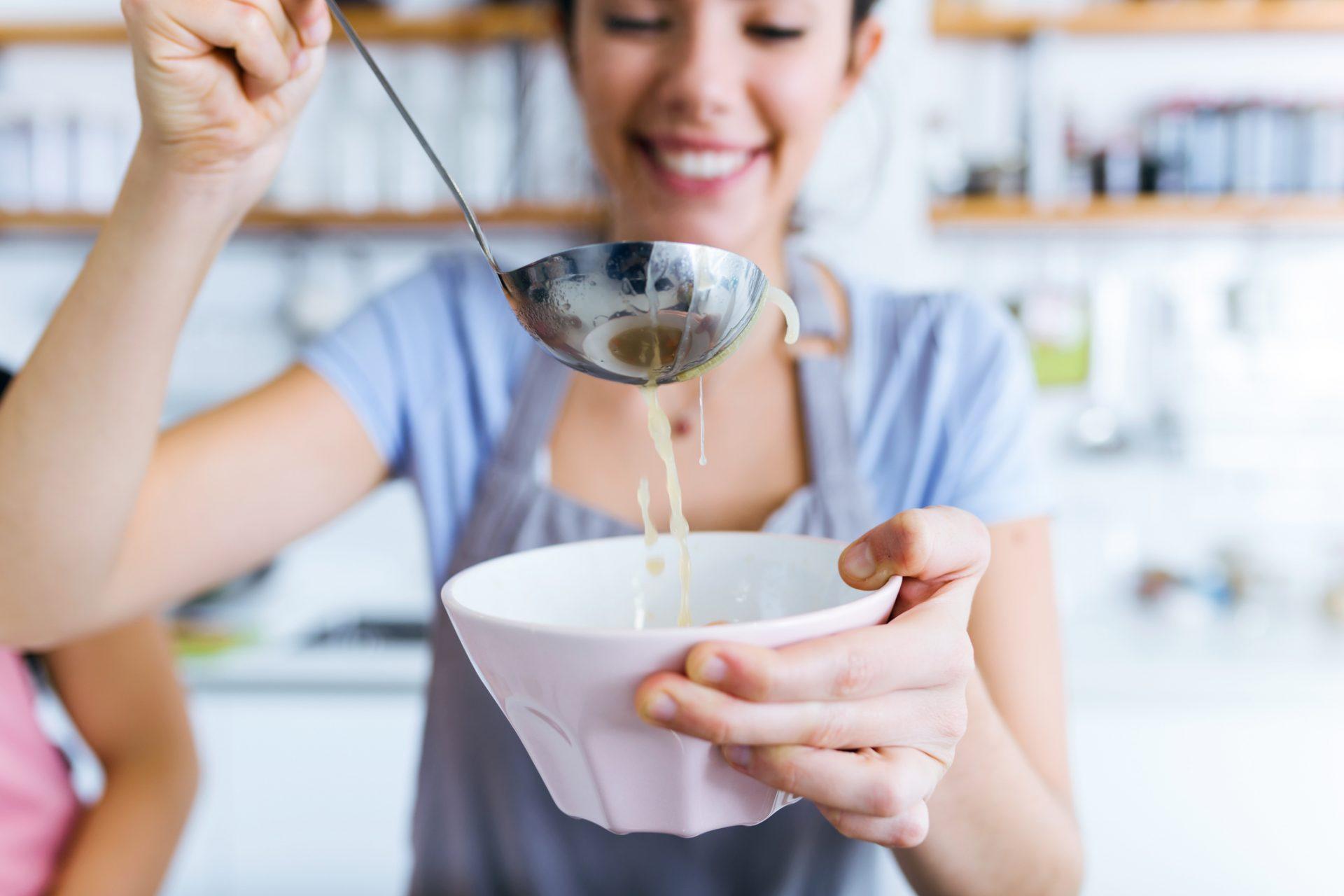 femeie cu supa