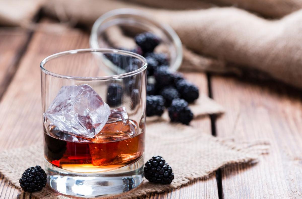 aperitiv_cu_mure_si_vodca