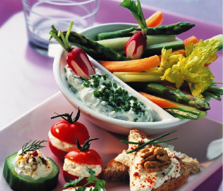 aperitiv_cu_ricotta_si_legume_mare.jpg