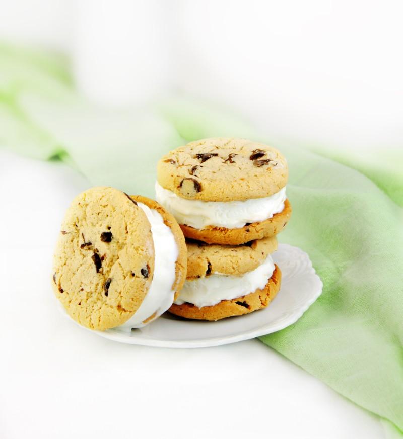 biscuiti_cu_chips_de_ciocolata_mare.jpg