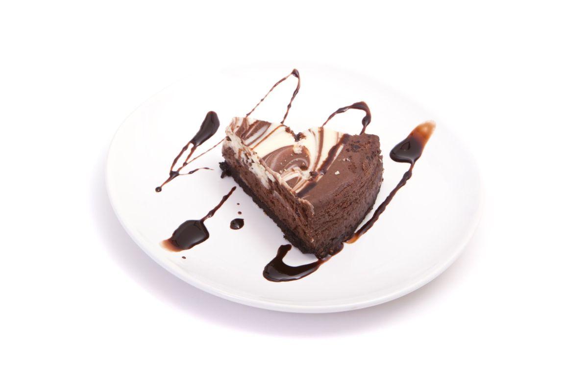 cheesecake_cu_ciocolata_si_alune.jpg
