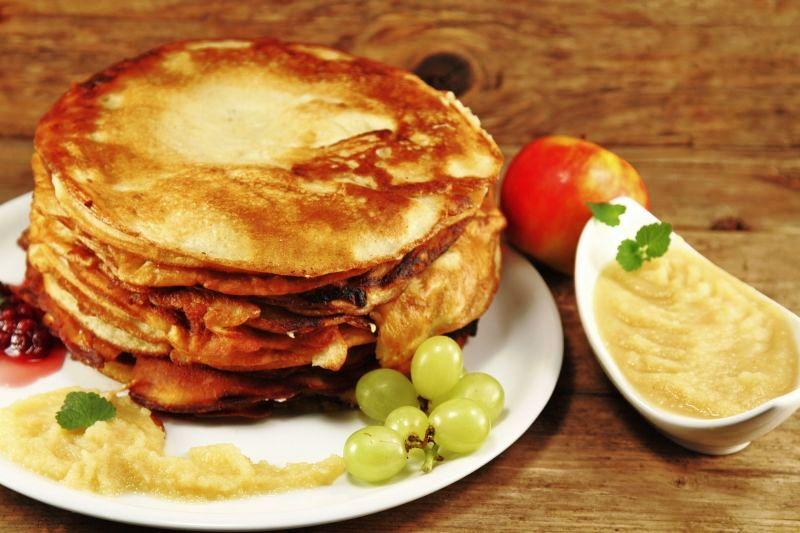 clatite_pancakes_cu_sos_de_mere_m.jpg