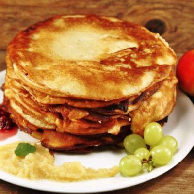clatite_pancakes_cu_sos_de_mere_mi
