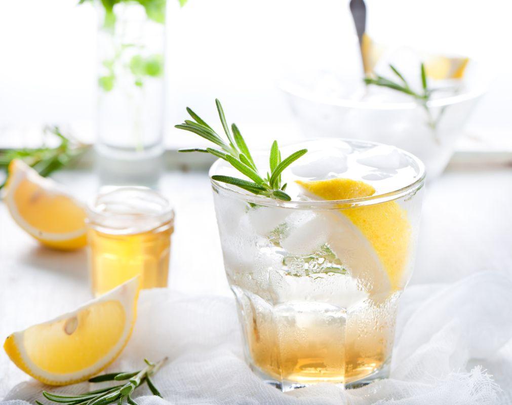cocktail_cu_gin_si_rozmarin