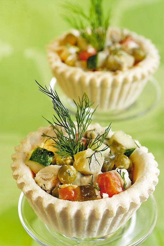 cosulete-cu-salata-de-peste_galerie