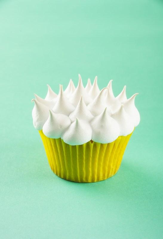 cupcakes_de_lamaie_cu_bezea_gal.jpg