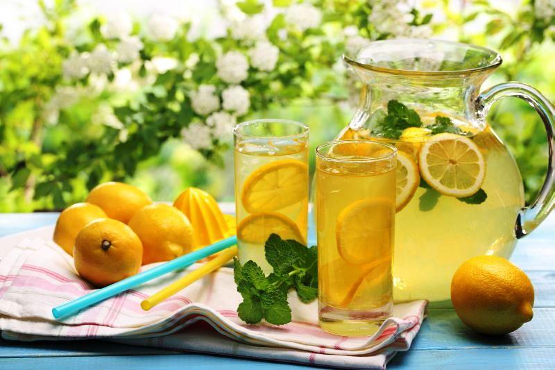 limonada_cu_miere_si_ghimbir_fotolia_64529101_subscription_xxl.jpg_c_powerstock_-_fotolia.com_mare.jpg