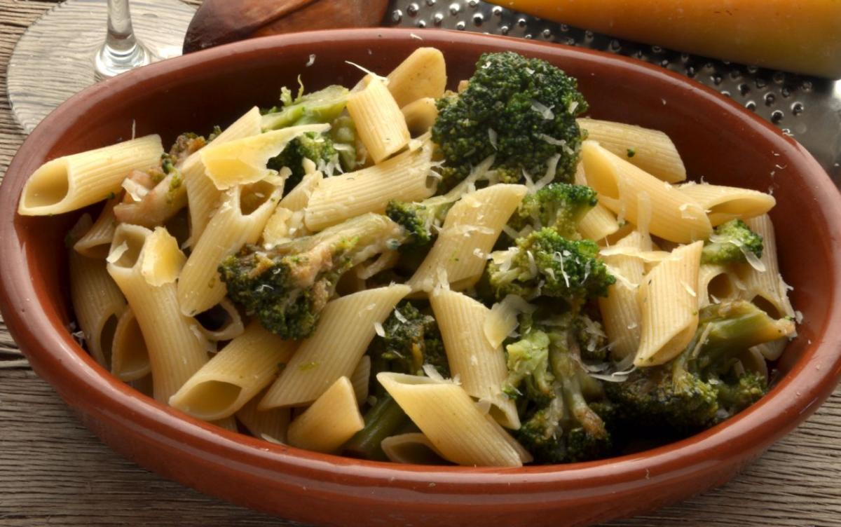 penne_cu_broccoli_si_ansoa.jpg