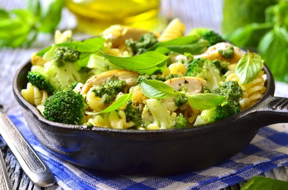 penne_cu_pui_si_broccoli