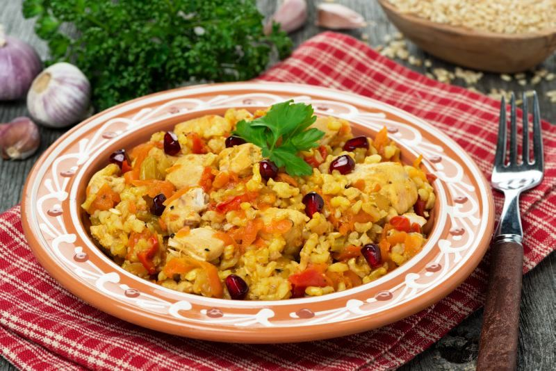 pilaf_cu_pui_si_rodie_fotolia_68009984_subscription_xxl.jpg_c_cook_inspire_-_fotolia.com_mare.jpg