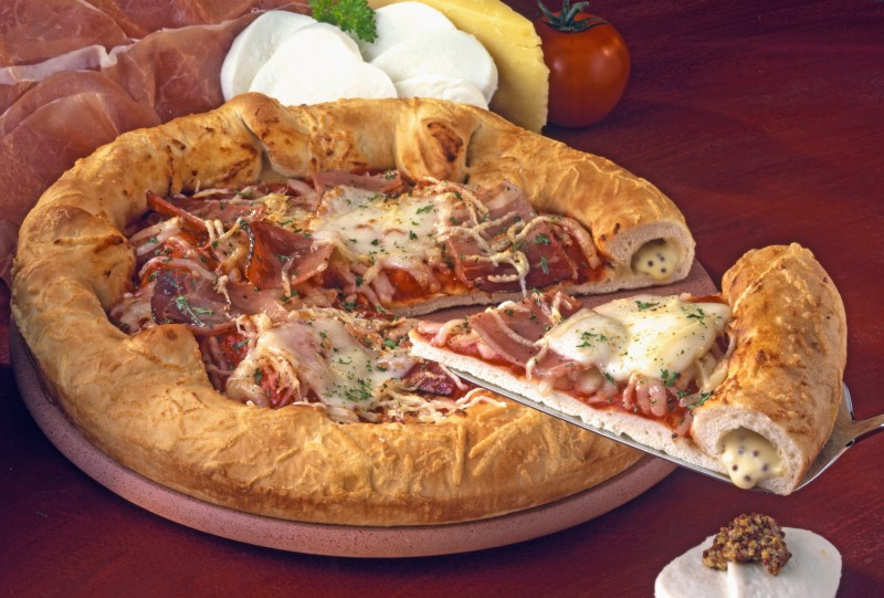 pizza_cu_margine_de_mozzarela_mare