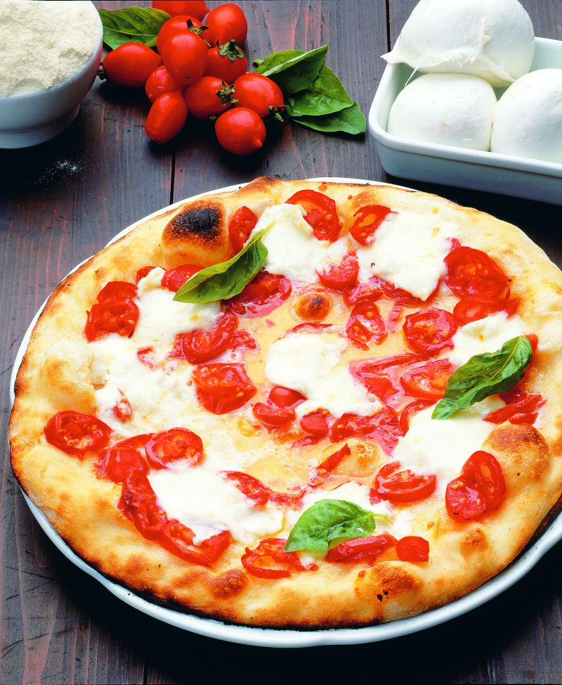 pizza_cu_mozzarella_si_rosii_mare.jpg
