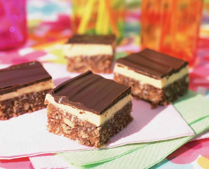 prajiturele_de_ciocolata_si_nuca_de_cocos_mare.jpg