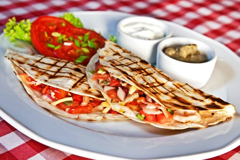 quesadilla_cu_pui_si_mozzarella_fotolia_67782474_subscription_xl-c_lawkeeper_-_fotolia.com_mare.jpg