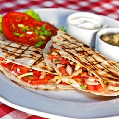 quesadilla_cu_pui_si_mozzarella_fotolia_67782474_subscription_xl-c_lawkeeper_-_fotolia.com_mica.jpg