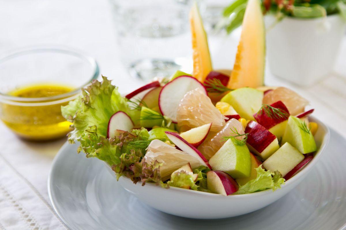 salata_aisberg_cu_pepene_galben.jpg