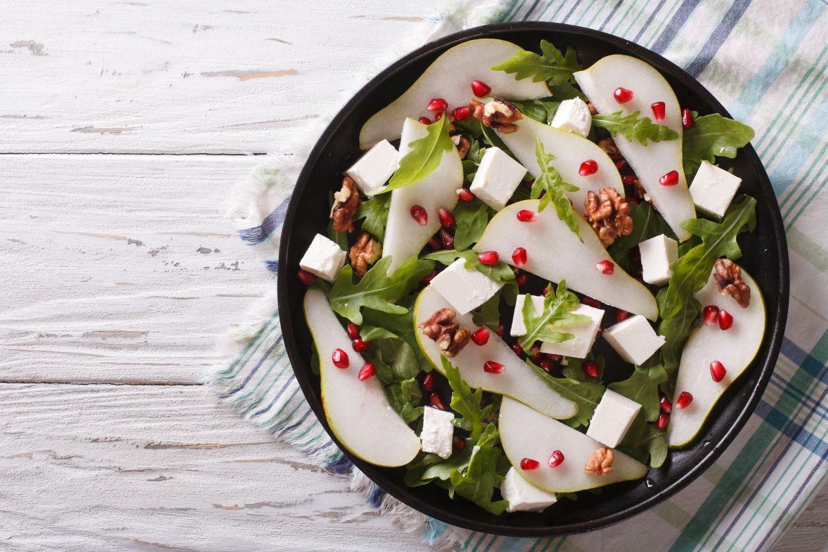 salata_cu_pere_gorgonzola_si_nuci.jpg