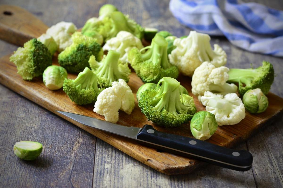 salata_de_broccoli_cu_conopida.jpg