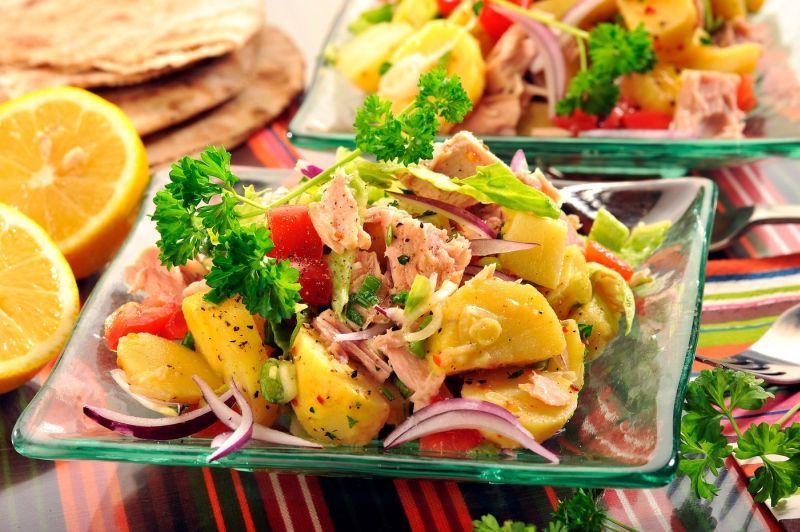 salata_de_cartofi_cu_ton_mare.jpg