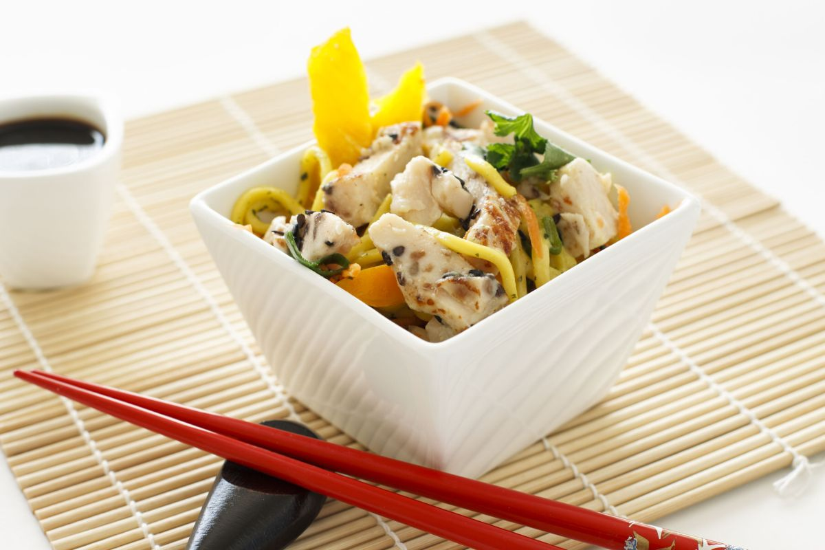 salata_noodles_cu_pui