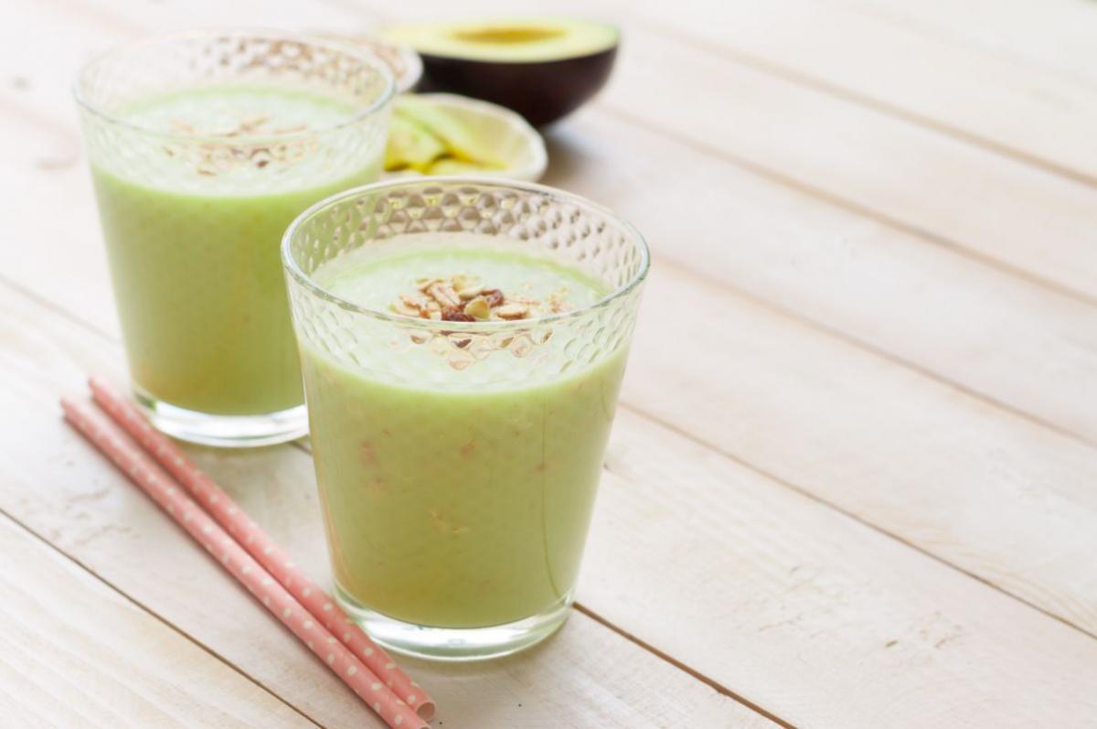 smoothie cu ananas si avocado