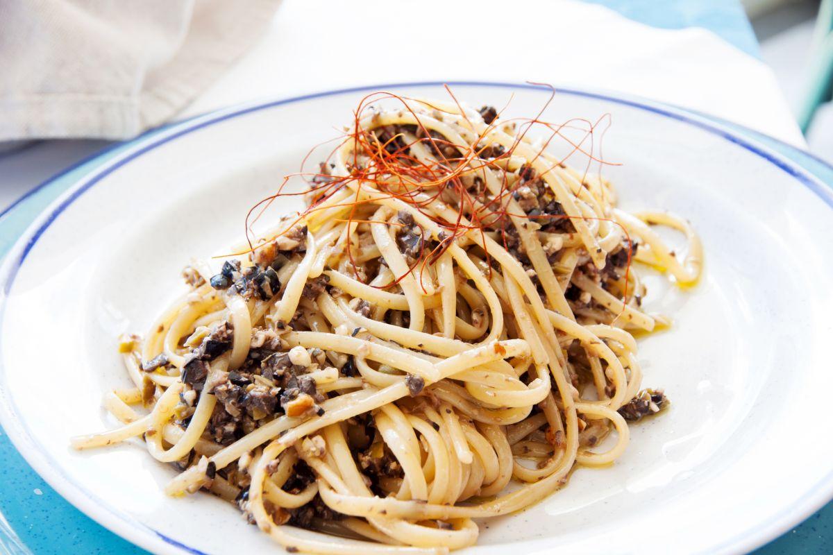 spaghete_cu_ansoa_si_ardei_iute