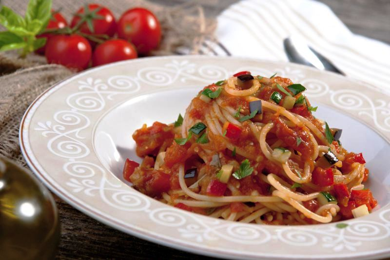 spaghete_cu_legume_si_sos_de_rosii_156039192_mare.jpg