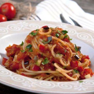 spaghete_cu_legume_si_sos_de_rosii_156039192_mica