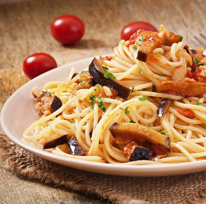 spaghete_cu_vinete_mare_466772187.jpg