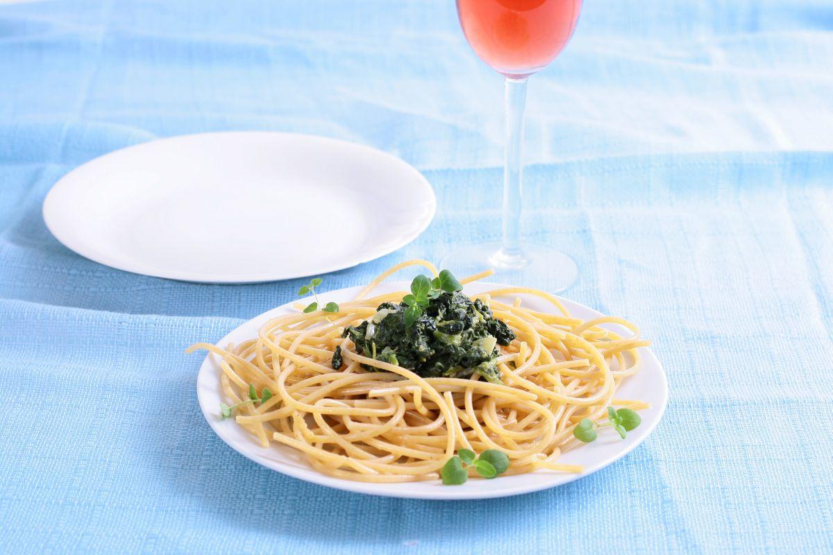 spagheti_cu_spanac_si_usturoi
