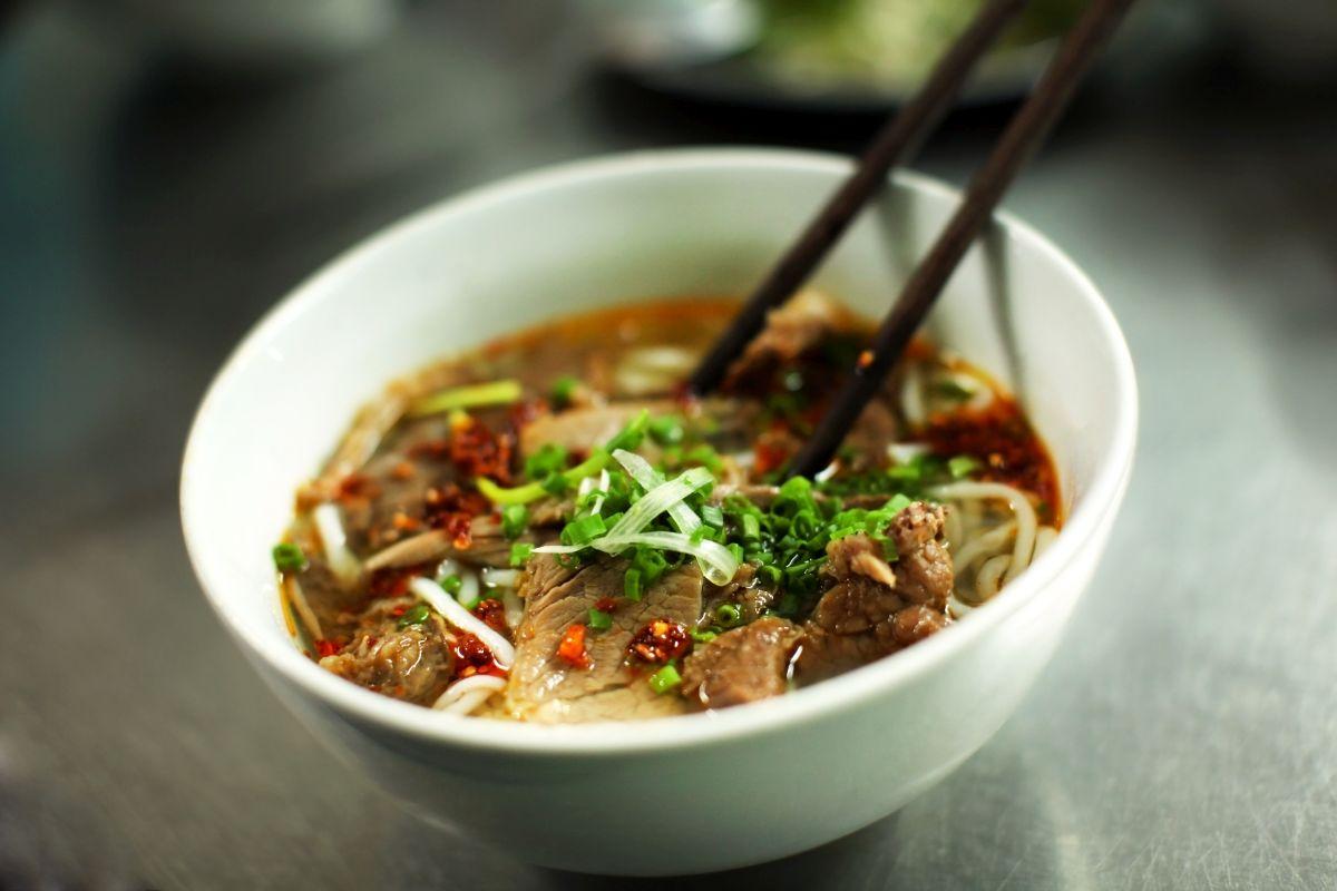 supa_vietnameza_cu_carne_de_porc_si_taitei.jpg