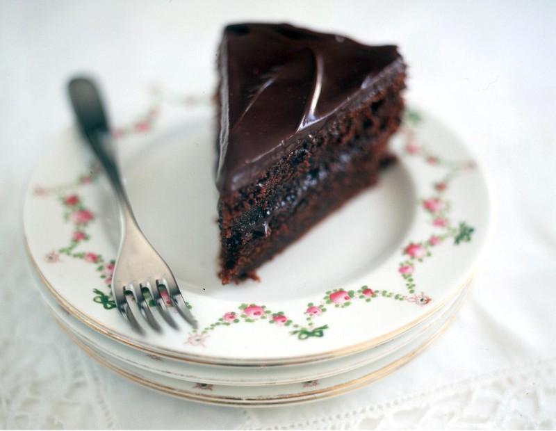 tort_moca_cu_glazura_de_ciocolata_mare.jpg